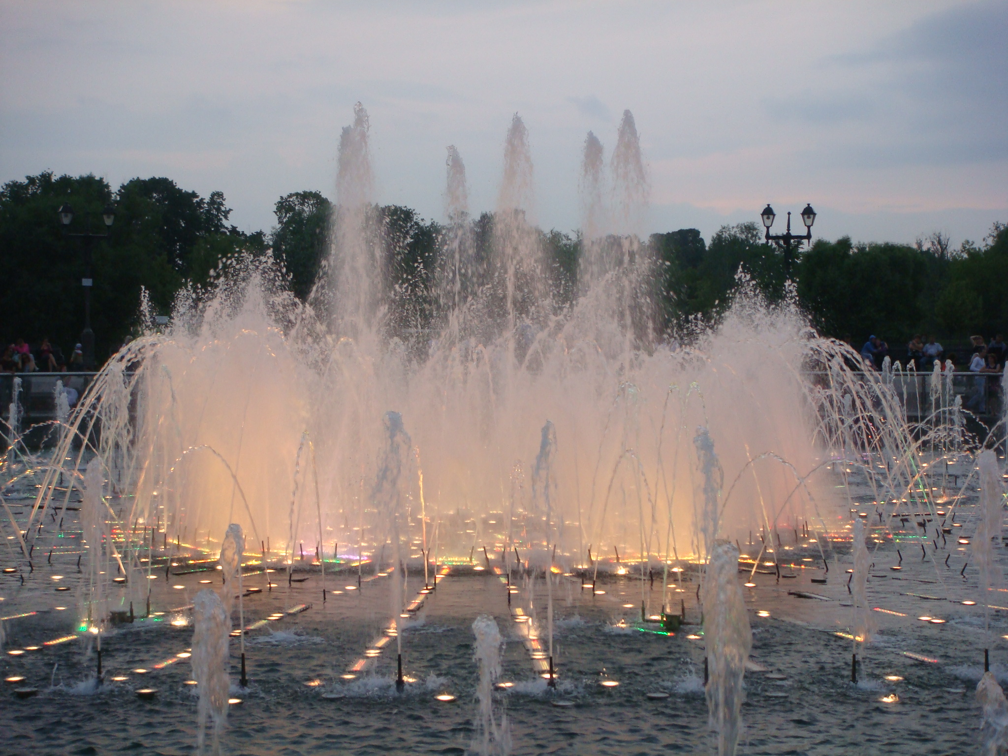 Tsaritsyno fountain in the gloaming